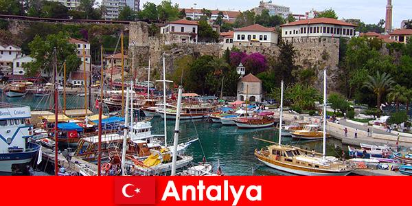 Centro di villeggiatura della Turchia Antalya sulla costa mediterranea