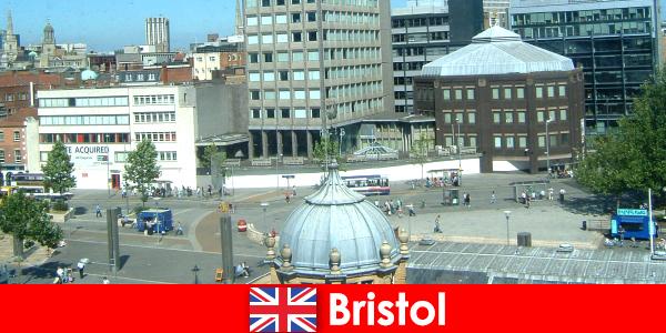 Visita della città di Bristol, in Inghilterra, per i vacanzieri in viaggio