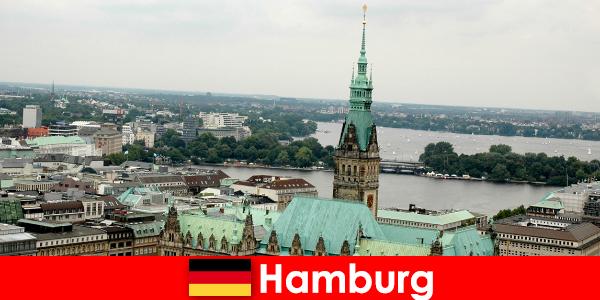Viaggio e divertimento a Reeperbahn nella città di Amburgo