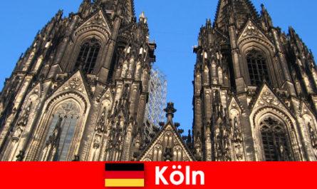 Le famiglie tedesche in vacanza con bambini amano viaggiare nella città di Colonia