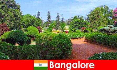 I vacanzieri di Bangalore adorano i bellissimi parchi e giardini rilassanti