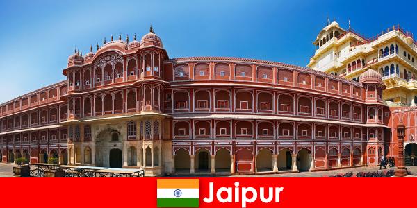 Le architetture più insolite attraggono molti turisti a Jaipur
