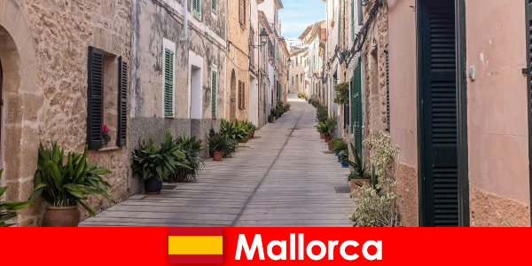 Paradiso per i turisti sportivi a Maiorca in paesaggi e spiagge naturali
