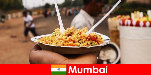Mumbai è un luogo noto ai turisti per i suoi venditori ambulanti e il cibo