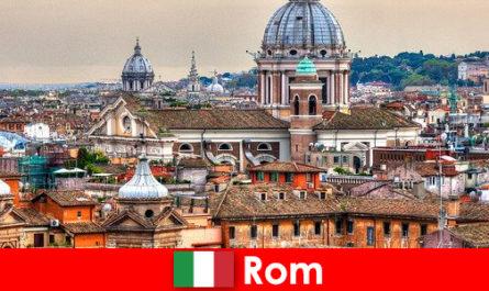 La metropoli cosmopolita di Roma con molte chiese e cappelle è un punto di partenza per estranei