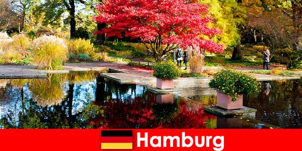 Amburgo è una città portuale con grandi parchi per vacanze rilassanti