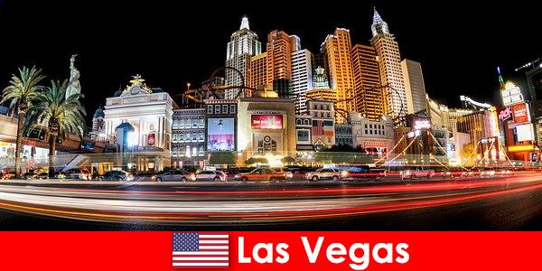 Las Vegas la capitale mondiale dell'intrattenimento delizia gli stranieri con la sua vita notturna
