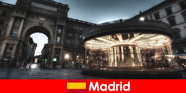 Madrid, nota per i suoi caffè e i venditori ambulanti, merita una vacanza in città