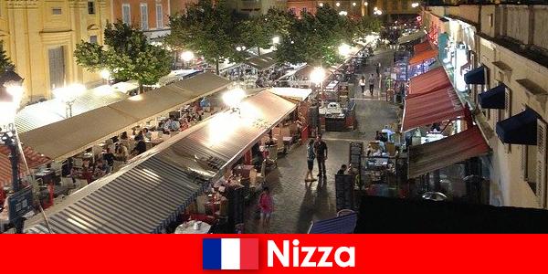 Nizza offre ristoranti accoglienti e locali notturni ben frequentati per gli stranieri
