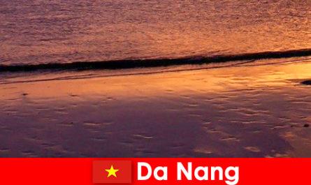 Da Nang è una città costiera nel Vietnam centrale ed è famosa per le sue spiagge sabbiose