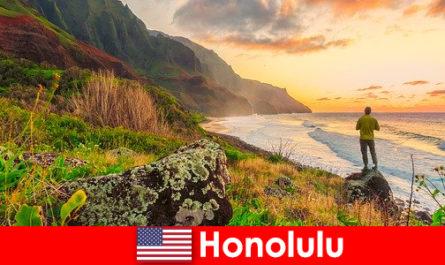 Honolulu è nota per le spiagge, l'oceano, i tramonti per vacanze di benessere e relax