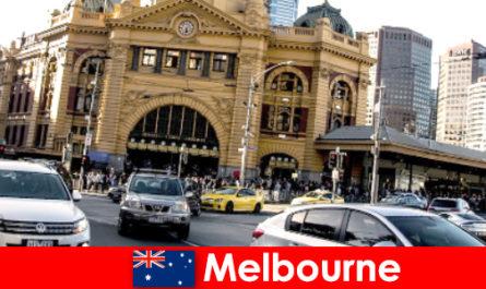 Il più grande mercato all'aperto di Melbourne nell'emisfero meridionale, un luogo di incontro per estranei
