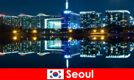 Seul in Corea del Sud è una città affascinante che mostra la tradizione con la modernità