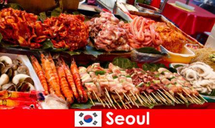 Seoul è anche famosa tra i viaggiatori per il suo cibo di strada delizioso e creativo