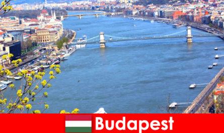 Budapest in Ungheria è un popolare consiglio di viaggio per vacanze balneari e benessere