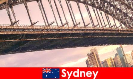 Sydney con i suoi ponti è una destinazione molto popolare per i viaggiatori australiani