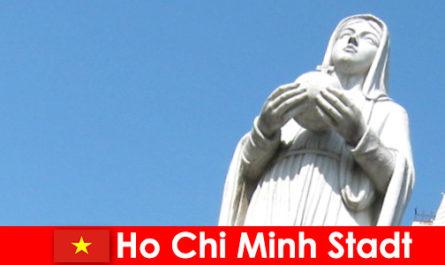 Centro economico del Vietnam Ho Chi Minh City meta di stranieri