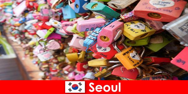 Un viaggio di scoperta per sconosciuti nelle strade alla moda di Seoul in Corea