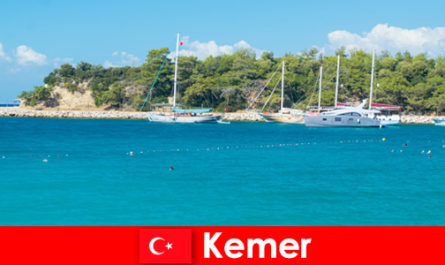 Tour in barca e feste calde per giovani vacanzieri a Kemer in Turchia