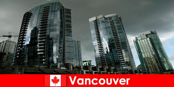 Per gli estranei, Vancouver in Canada è sempre una destinazione per imponenti grattacieli