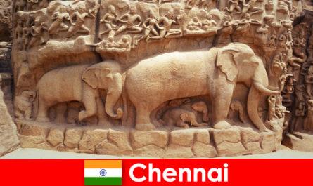 Gli estranei sono entusiasti degli edifici culturali tradizionali a Chennai, in India