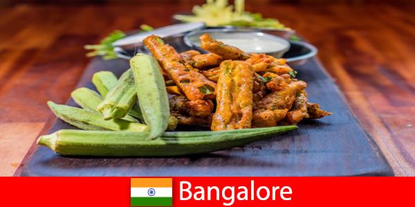 Bangalore in India offre ai viaggiatori prelibatezze della cucina locale e un'esperienza di shopping