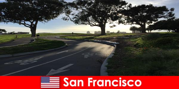 Tour esplorativo per stranieri in bicicletta a San Francisco negli Stati Uniti