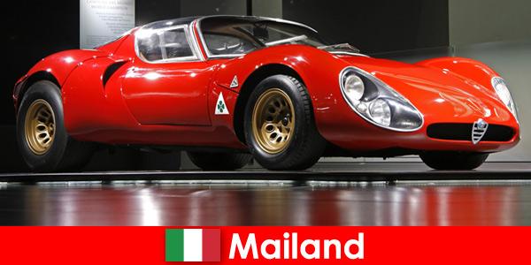Milano Italia è sempre stata una destinazione di viaggio popolare per gli amanti delle auto di tutto il mondo