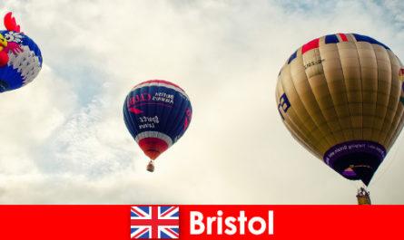 Vacanze per turisti coraggiosi per voli in mongolfiera su Bristol, Inghilterra