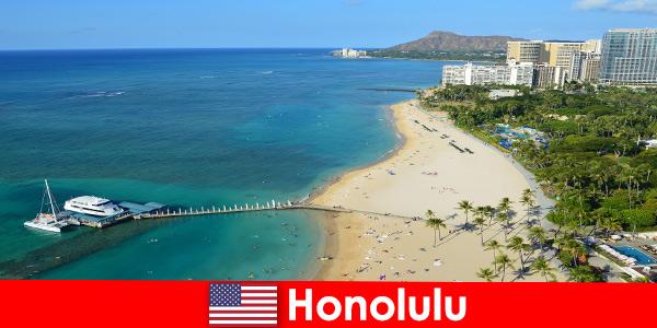 Una meta tipica per i turisti del relax in riva al mare è Honolulu Stati Uniti