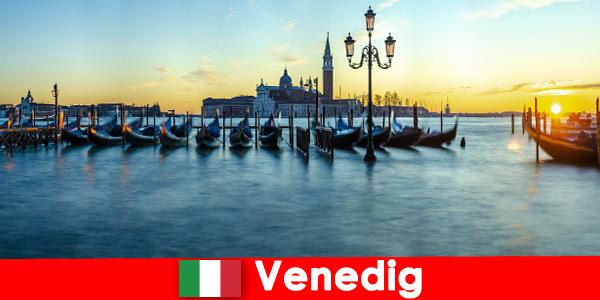 Luna di miele da sogno per coppie nella città galleggiante di Venezia Italia