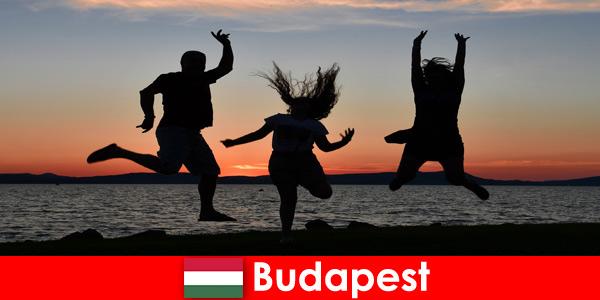 Budapest Ungheria per giovani turisti festaioli con musica e bevande economiche in bar e club