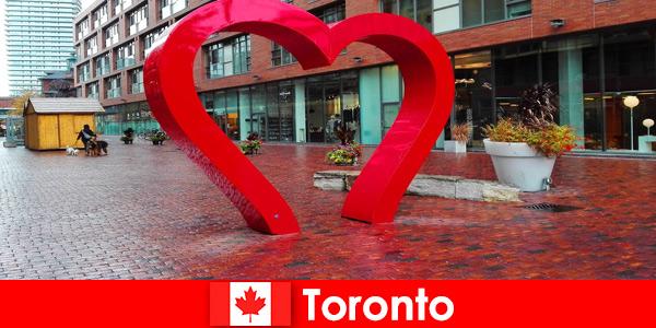 Toronto Canada come una città colorata è vissuta dai visitatori stranieri come una metropoli multiculturale