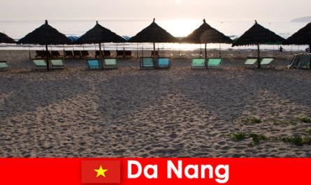 Resort di lusso su bellissime spiagge sabbiose per i vacanzieri a Da Nang Vietnam