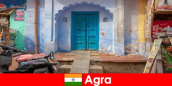 Viaggio all'estero ad Agra India nella vita del villaggio rurale