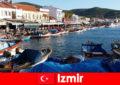 I viaggiatori attivi si spostano tra la città e la spiaggia di Izmir, in Turchia
