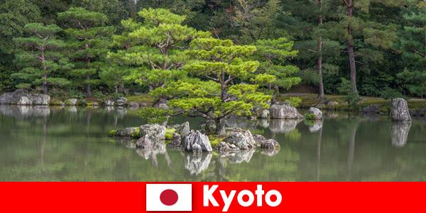 I giardini giapponesi invitano gli ospiti stranieri a rilassanti passeggiate a Kyoto