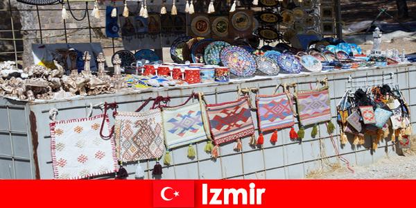 Esperienza di passeggiata per sconosciuti nelle aree del bazar di Izmir in Turchia