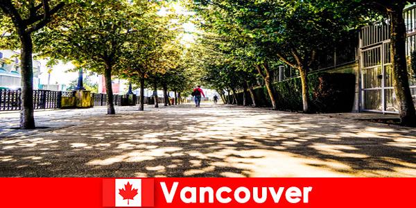Le guide della città di Canada Vancouver accompagnano i turisti stranieri negli angoli locali