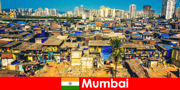 A Mumbai India, i viaggiatori sperimentano i contrasti di questa meravigliosa città