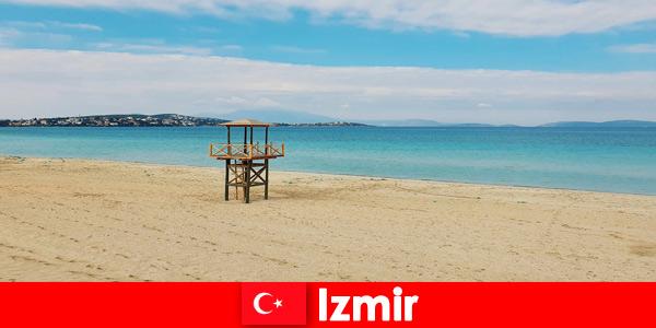 I vacanzieri rilassanti rimarranno incantati dalle spiagge di Izmir, in Turchia