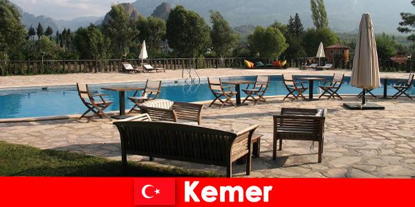 Voli economici, hotel e case in affitto per Kemer in Turchia per i vacanzieri estivi con la famiglia